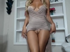 Hot blonde sexually available mom mia uses vibrating toy to wank