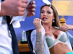 Boobalicious Juelz Ventura gives bj the dudes knob off in the office