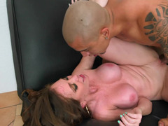 Big-breasted Mom i`d like to fuck seduces hung worker for a hot fuck
