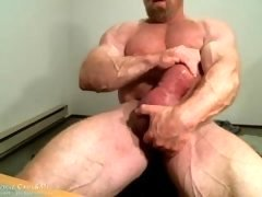 MuscleMaster Tom Lord Pumps his Giant Cock at JockMenLive