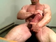 MuscleMaster Tom Lord Pumps his Giant Penis at JockMenLive