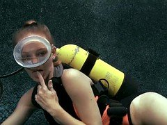 Fine Underwater Blowjob