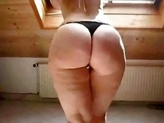 Sexy Blonde in High Heels Shows Off Her Fleshy Tooshie