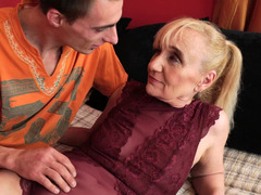 A granny is getting her aged pussy ravaged by a youthful willing guy
