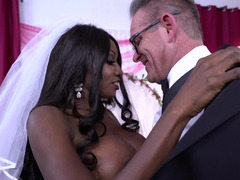 Lad and also black bride with huge boobs can't suspect wedding night