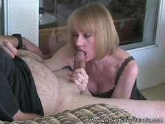 Inexperienced GILF Plays With Granny Vagina