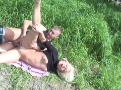 Анальный секс, Блондинки, Минет, Двойное проникновение, На природе, На публике, Втроем