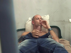 Criminal welcomes hot female in his prison cell