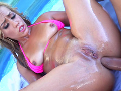 A hot whore covers her tooshie with lotion and she splashes in the pool
