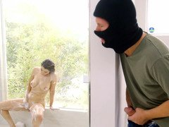 Buxom broad cheats on her boyfriend with a dirty robber