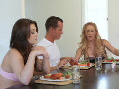 Family's dinner culminated with nice threesome