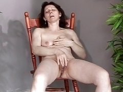 Aged with little saggy bra buddies makes herself cum and squirt