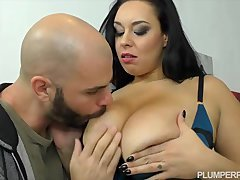 European Also with Sized Beauty Anastasia Lux Makes Plumperpass Debut
