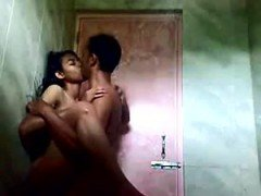 Bangla lady penetrated in toilet