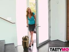 Having an intercourse Mind-blowing Stepmom And furthermore His Female friend