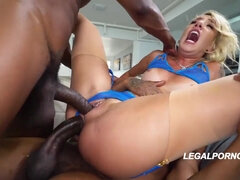 Prankish babe Sophia gets double donged