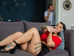 Kassandra Kelly (Ivy LeBelle) fucks her man's friend