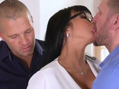 Buxom Belgian Mommy Valentina Double Penetration