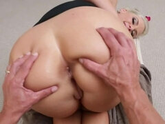 Blonde with a massive ass gets creamed up