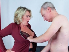 Golden blonde with big bottom Camilla Creampie loves intensive anal