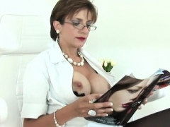 Unfaithful british aged lady sonia shows her giant bra buddies