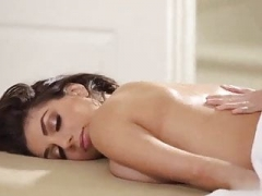 Masseuse makes love her visitor