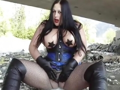 Sizeable Tits Goth Blowjob Stockings 45