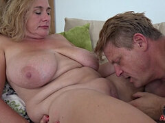 chubby mature mom with big tits shagging at home for cumshot