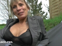 Naughty mature MILF gets her arse plugged
