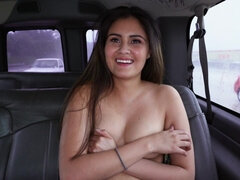 Sexy babe sucked dick in the car