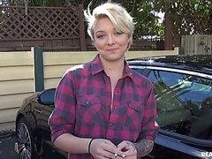 Blondynki obciąganie w samochodzie