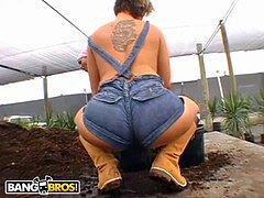 BANGBROS - ginormous bootie Farmin' Throwback Featuring Isabel Ice & Jordan Ashley