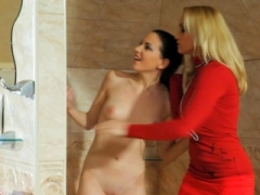 Euro lezdom Sexually available mom gets pussytoyed