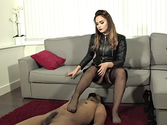 Dominat foot worshipped and pussylicked
