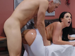 Bubble butt cooze loves anal shafting and pussy licking