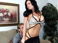 Slutty boss Veronica Avluv starts seducing her employee