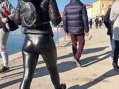 cock-squeezing Leather stretch pants