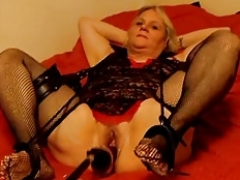 Gorgeous Sexxy Dee and her SEX MACHINE!