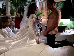 A hot bride is getting a fuck tool in her beefy and wet cunt