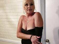 A Naughty MILF that Knows What She Wants