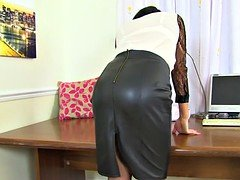 Tights get Leah in a steady state of arousal