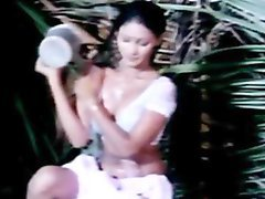 Classic Indian mallu babe hot bath section from Kaam Waali clip