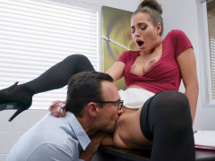 Desiree Dulce gets her pussy licked and fucked on the desk