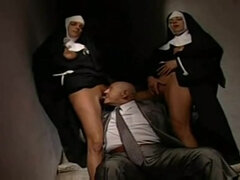 Horny Nuns Threesome Sex - Il Diavolo In Convento