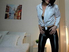 Camgirl Dance in Pvc wetlook shiny Leather stretch pants knotted shirt Cowgirl