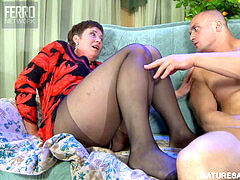 Mature aunt in stocking drills her cousin