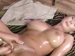 Lesby masseuse fingers big-breasted oiled up chick