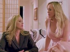 MILFs Julia Ann and plus Brand plusi Love grind their pussies together