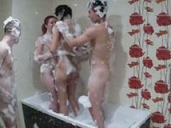 Foursome bubble group orgy in the bathtube