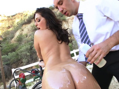 Bubble butt babe Gracie Glam lubed and ass fucked outdoors